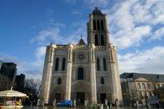 Facciata ad ovest di Basilique St Denis e posto Victor Hugo dopo la doccia Fotografie Stock Libere da Diritti
