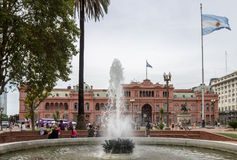 Facciata Argentina di Rosada delle case di Plaza de Mayo Immagini Stock