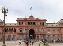Facciata Argentina di Rosada delle case di Plaza de Mayo Immagine Stock