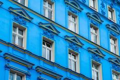 Facciata blu della costruzione, facciata ristabilita a Berlino fotografia stock libera da diritti