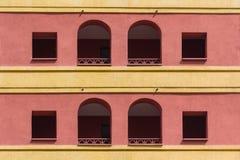 Facciata colorata della costruzione con una loggia Fotografia Stock Libera da Diritti