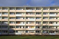 Facciata con i balconys di un complesso residenziale sociale a Monaco di Baviera Immagini Stock Libere da Diritti