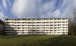 Facciata con i balconys di un complesso residenziale sociale a Monaco di Baviera Immagine Stock Libera da Diritti