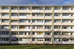Facciata con i balconys di un complesso residenziale sociale a Monaco di Baviera Fotografie Stock