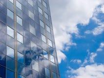 Facciata con i comitati solari Fotografia Stock