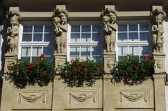 Facciata con i fiori sui balconi Immagine Stock Libera da Diritti