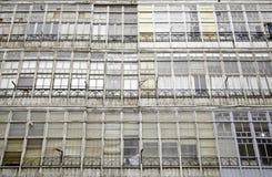 Facciata con le vecchie finestre Fotografia Stock