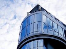 Facciata curva architetto moderno della parete di vetro Fotografia Stock Libera da Diritti