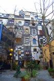 Facciata decorata pittoresca Vienna della casa Fotografie Stock
