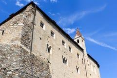 Facciata del castello del Tirolo e torre in Tirolo, Tirolo del sud Fotografie Stock