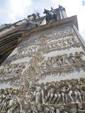 Facciata del duomo di Orvieto che descrive inferno e cielo immagine stock libera da diritti