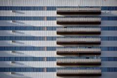 Facciata del grattacielo con i balconi Fotografia Stock Libera da Diritti
