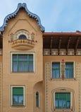 Facciata del palazzo severo in Oradea, Romania immagine stock