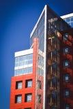 Facciata del rosso della casa nello stile alta tecnologia Fotografia Stock