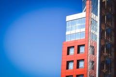 Facciata del rosso della casa nello stile alta tecnologia Immagine Stock Libera da Diritti