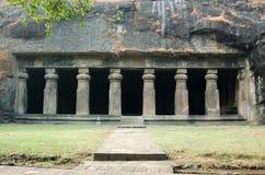Facciata del tempiale della caverna di Elephanta, Mumbai Immagine Stock