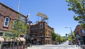 Facciata dell'hotel Monte Vista nel centro dell'albero per bandiera, Arizona Immagine Stock