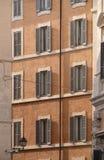 Facciata della Camera al centro urbano di Roma Immagini Stock
