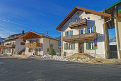 Facciata della casa Bavarese-disegnata superiore incantevole nella Garmisch-parità Fotografia Stock