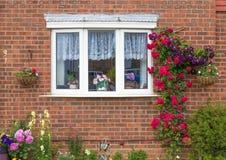 Facciata della casa con mattoni a vista Immagine Stock