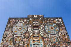 Facciata della centrale di Biblioteca delle biblioteche centrali all'università di Ciudad Universitaria UNAM in Città del Messico Immagine Stock Libera da Diritti