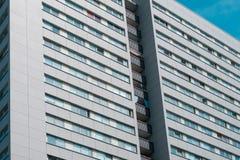 Facciata della costruzione - alloggi il concetto del bene immobile esteriore e - Immagine Stock Libera da Diritti