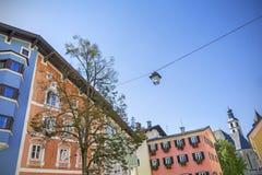 Facciata della costruzione in città medievale di Kitzbuhel, Austria Fotografie Stock Libere da Diritti