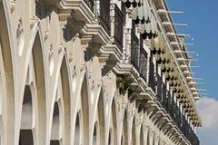 Facciata della costruzione coloniale di stile Fotografia Stock Libera da Diritti