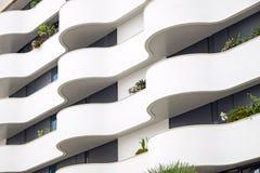 Facciata della costruzione con i balconi Fotografie Stock