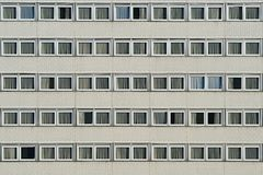 Facciata della costruzione moderna con molte finestre Fotografia Stock