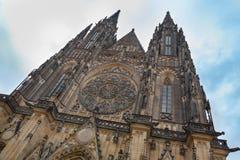 Facciata della parte anteriore della cattedrale della st Vitus di Praga Immagini Stock Libere da Diritti