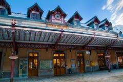 Facciata della stazione ferroviaria di Chamonix-Mont-Blanc vicino a Mont Blanc Fotografie Stock