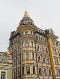 Facciata delle case di lusso nello stile classico Fotografia Stock
