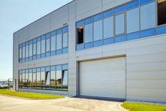 Facciata di alluminio su fabbricato industriale Fotografie Stock