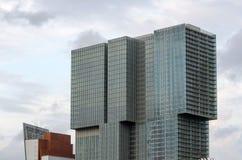 Facciata di architettura moderna a Rotterdam immagini stock libere da diritti