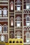 Facciata di architettura tradizionale dell'Yemen Fotografia Stock
