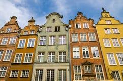 Facciata di belle costruzioni variopinte tipiche, Danzica, Polonia immagini stock libere da diritti
