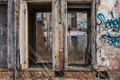 Facciata di costruzione abbandonata Immagini Stock Libere da Diritti