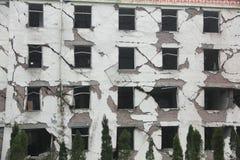 Facciata di costruzione dopo il terremoto Fotografia Stock