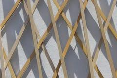 Facciata di legno e concreta di una costruzione moderna Fotografia Stock Libera da Diritti