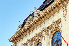 Facciata di pietra su costruzione classica Fotografie Stock Libere da Diritti