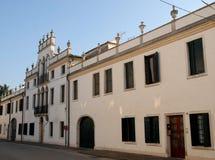 Facciata di un palazzo antico ed elegante di Conselve nella provincia di Padova (Italia) Immagine Stock