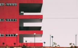 Facciata di una costruzione contemporanea regolare Fotografie Stock