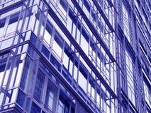 Facciata di una costruzione moderna dell'ufficio Immagine Stock Libera da Diritti