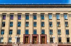 Facciata di una costruzione sovietica a Almaty - il Kazakistan Immagini Stock Libere da Diritti