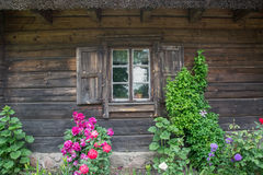 Facciata di vecchia casa di legno Fotografie Stock