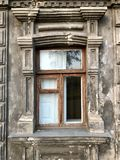 Facciata di vecchia casa la vecchia finestra della vecchia città Fotografie Stock