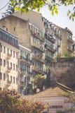 Facciata di vecchia casa nel distretto di Alfama, Lisbona Immagine Stock