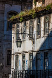 Facciata di vecchia casa nel distretto di Alfama, Lisbona Fotografia Stock