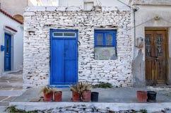 Facciata di vecchia casa nell'isola di Kythnos, Cicladi, Grecia Fotografia Stock Libera da Diritti